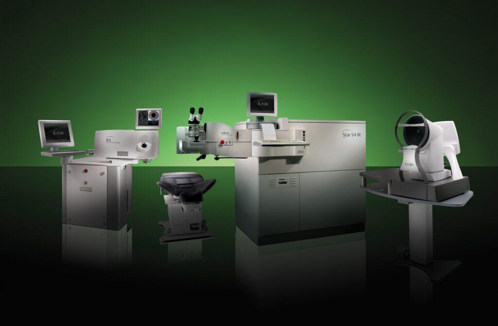 当院で用いている厚生労働省承認のレーシック手術機器、『iLASIK iDesign Refractive Studio』